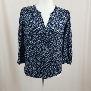 H&M blue and white floral 3/4 sleeve length top.